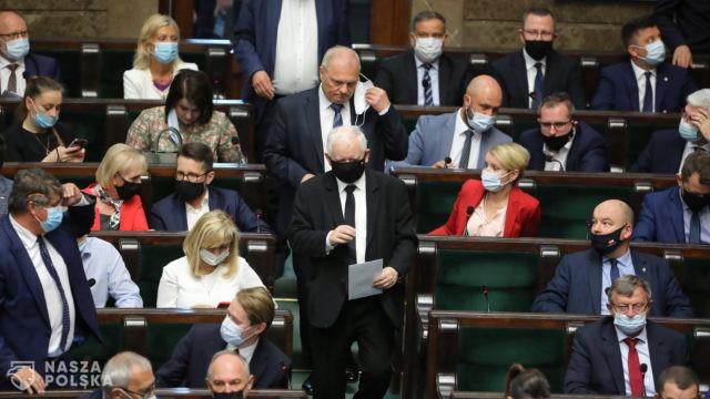Kaczyński w Sejmie: nie było propozycji rządowych dla grupy, która odeszła