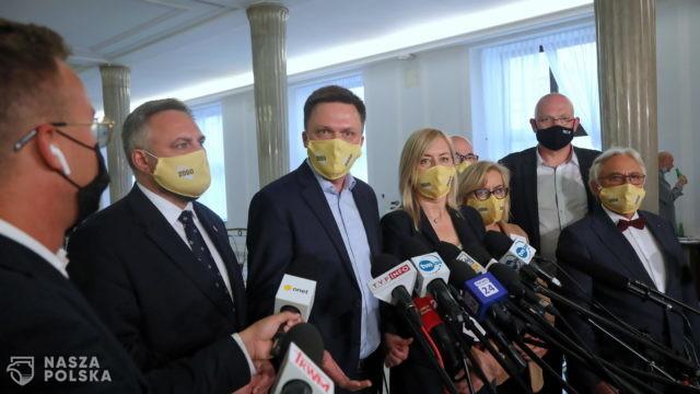 """Hołownia chce """"ocalić"""" polskie samorządy przed """"komisarzami z PiS"""""""