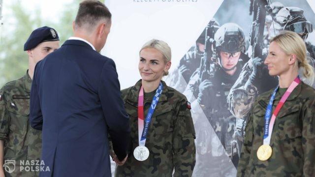Minister Błaszczak odznaczył medalami żołnierzy-olimpijczyków