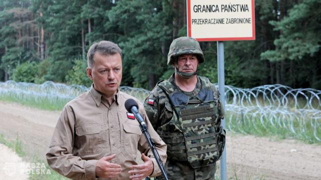Szef MON: w tym tygodniu ruszy budowa 2,5-metrowego płotu na granicy z Białorusią