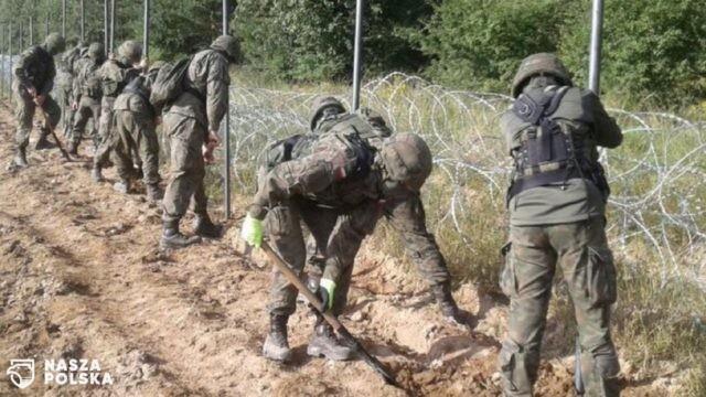 Wojsko rozpoczęło budowę płotu na granicy w regionie Zubrzycy Wielkiej