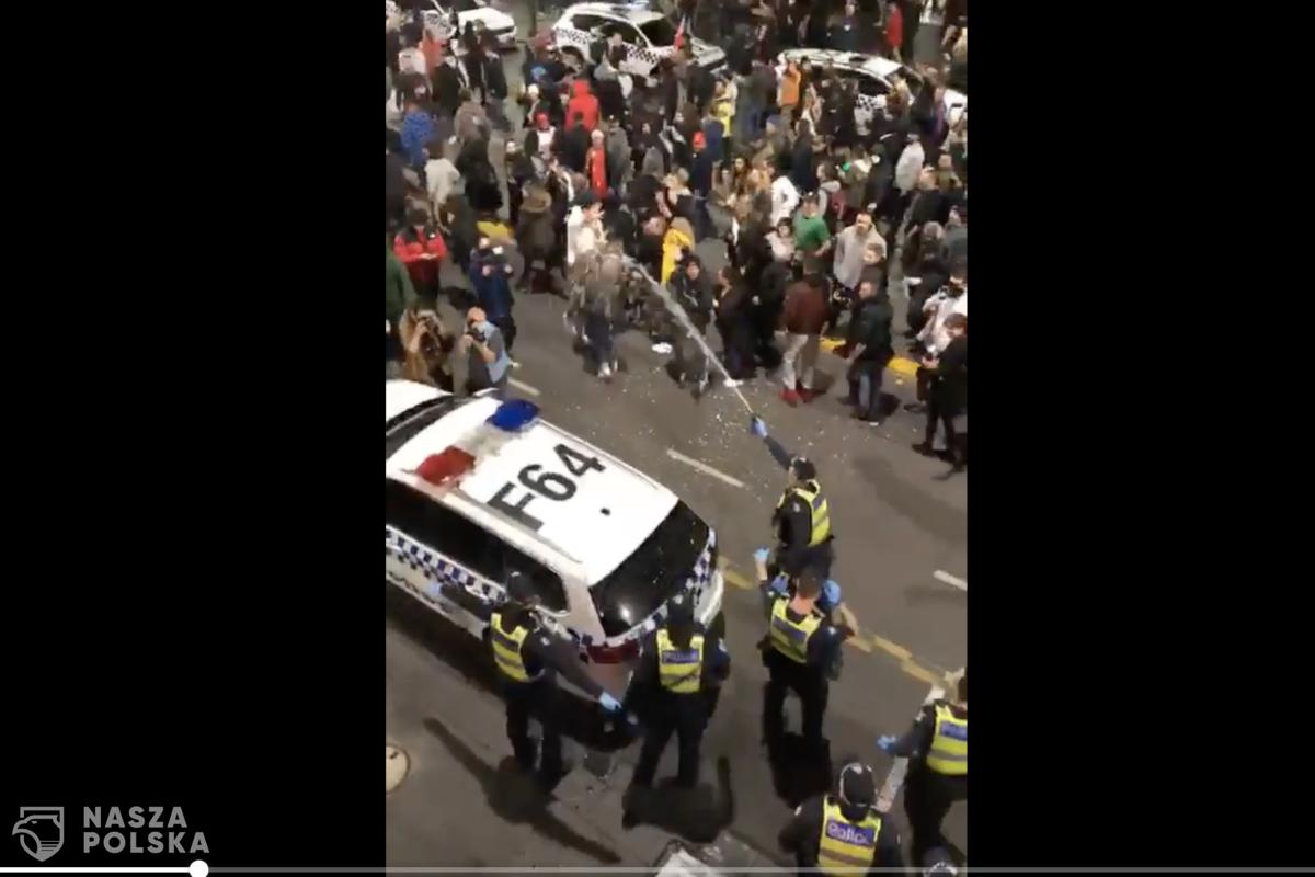 [FILM] Australia/ Zamieszki w Melbourne. Tysiące ludzi na ulicach protestują przeciwko kolejnemu lockdownowi