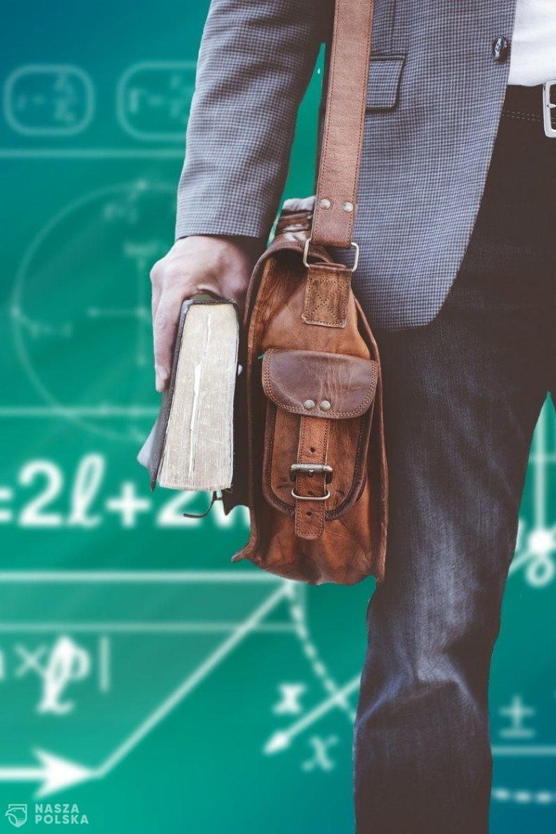 MEiN: proponuje zmiany w systemie wynagradzania nauczycieli i podwyżkę