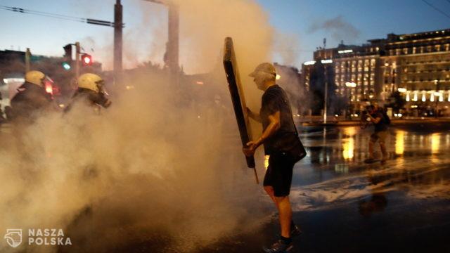 Grecja/ Policja użyła gazu i armatek wodnych podczas protestu przeciw obowiązkowi szczepień