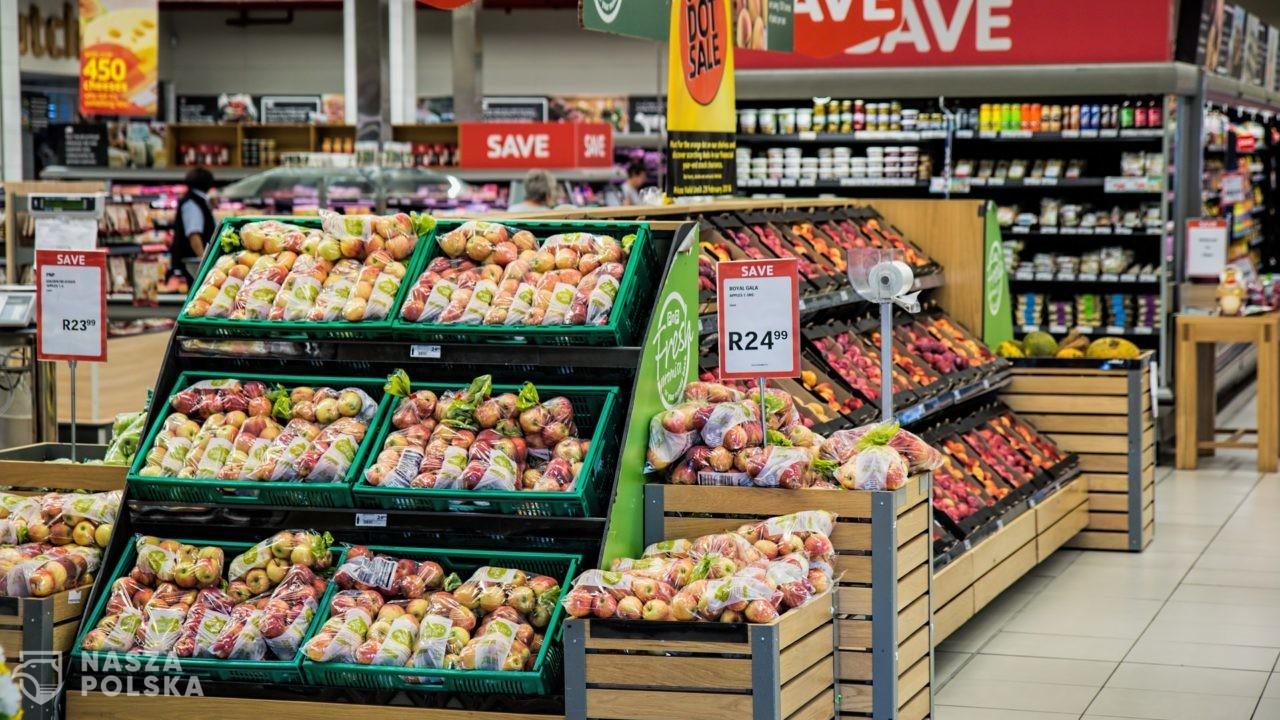 Raport: w lipcu br. ceny w sklepach spożywczych wzrosły o 12 proc. w porównaniu z lipcem 2019 r.