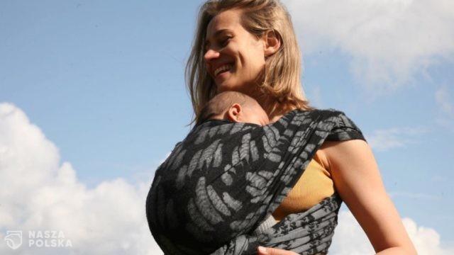 """GW/ Julia Rosnowska wychowuje dziecko bez określania jego płci? """"Daję mojemu dziecku przestrzeń, którą może samo określić"""""""