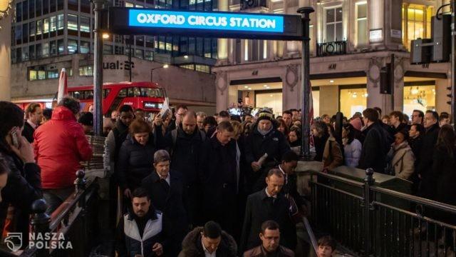 W. Brytania/ Badanie: nie znaleziono koronawirusa na stacjach i w pociągach