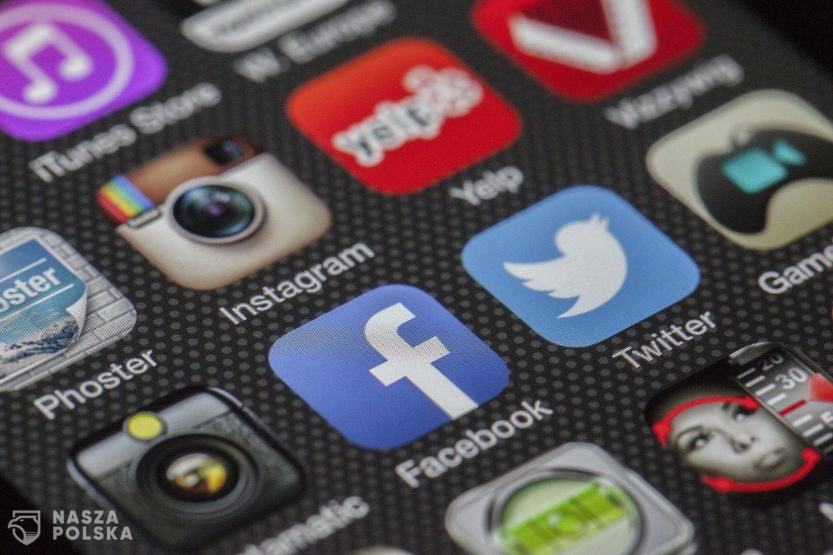 Przedsmak świata pozafejsbukowego, czyli jak się uśmiechać bez Insta?