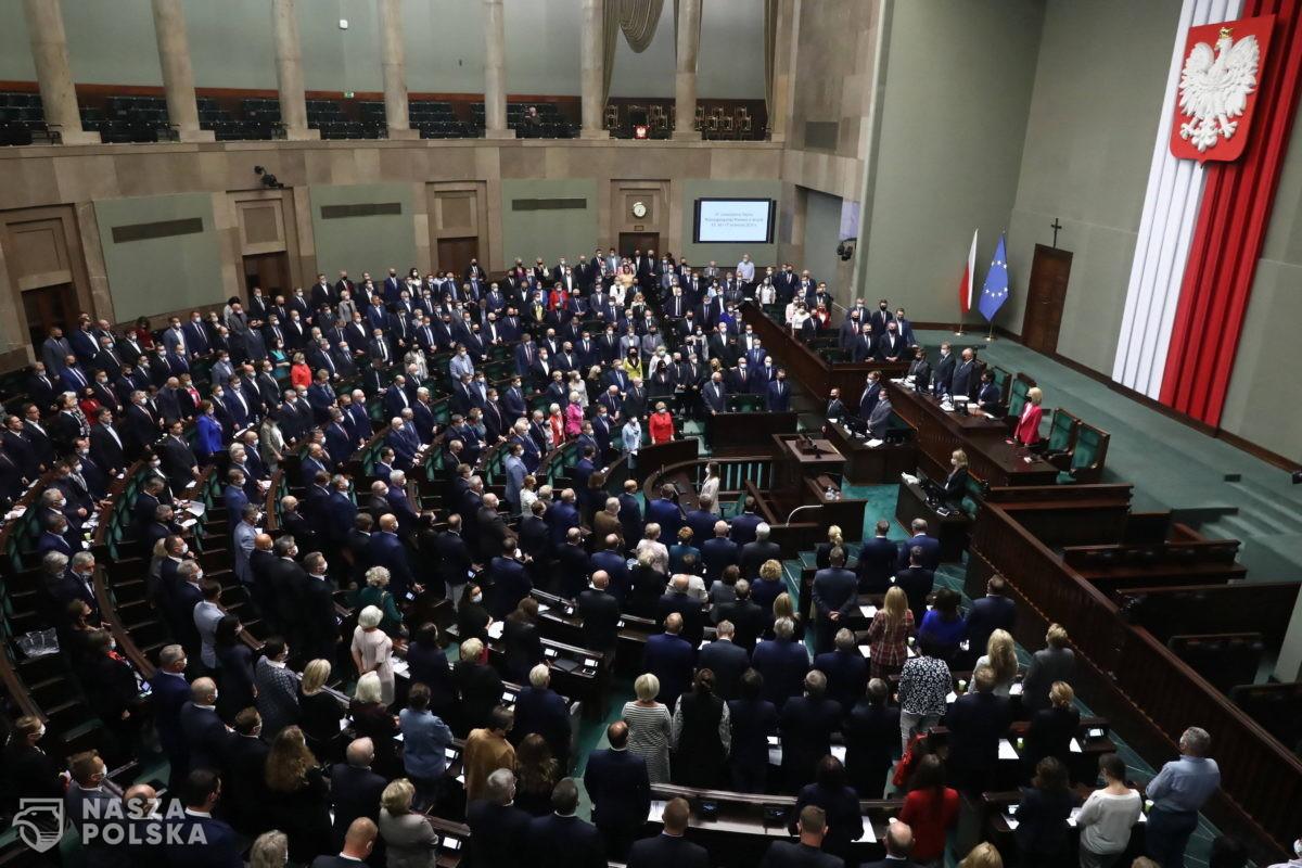 Za tzw. ustawą antykorupcyjną posłowie m.in. PiS, Kukiz'15, Koalicji Polskiej, Polski2050
