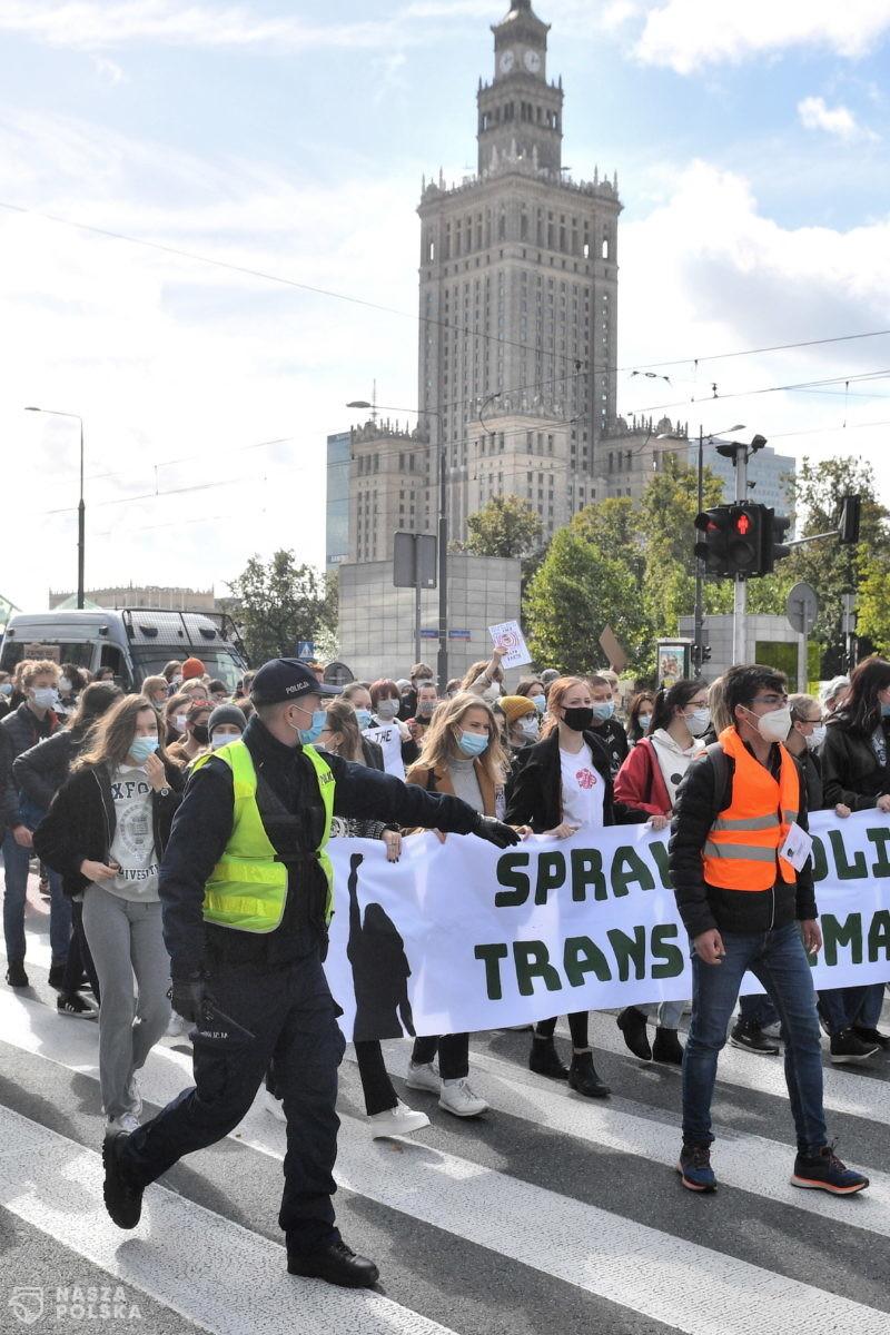 Stołeczny ratusz: Warszawa wspiera Młodzieżowy Strajk Klimatyczny