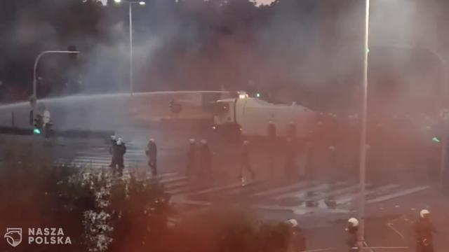 [FILM] Grecja/ Protestujący przeciwko obowiązkowym szczepieniom starli się w Salonikach z policją