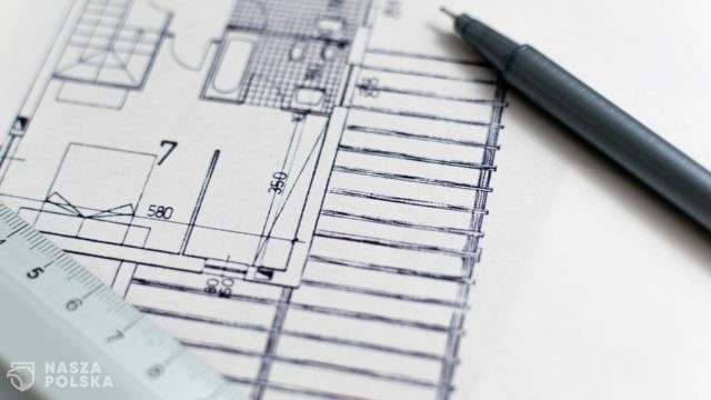 """Analitycy: Polacy kupują mieszkania """"na potęgę"""" za gotówkę i na kredyt"""