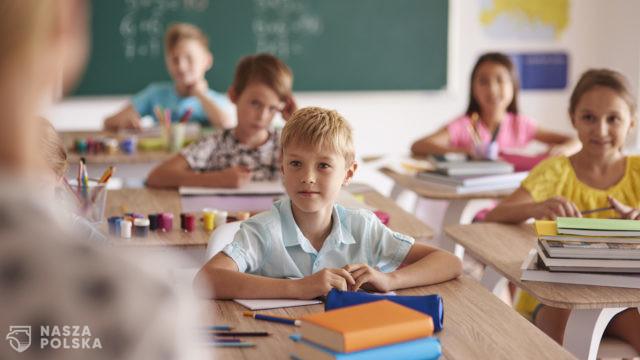 Prof. Marczyńska: lęku wśród dzieci jest więcej; edukacja stacjonarna koniecznością
