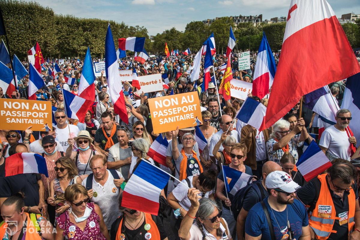 Francja/ Dziesiąta sobota manifestacji przeciwko przepustkom sanitarnym w całym kraju