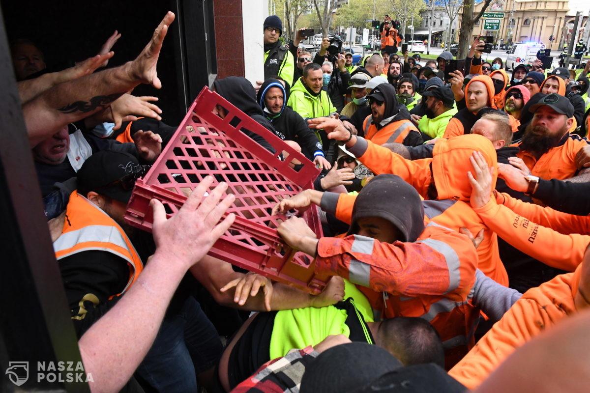 Australia/ Protest pracowników budowlanych przeciwko obowiązkowym szczepieniom