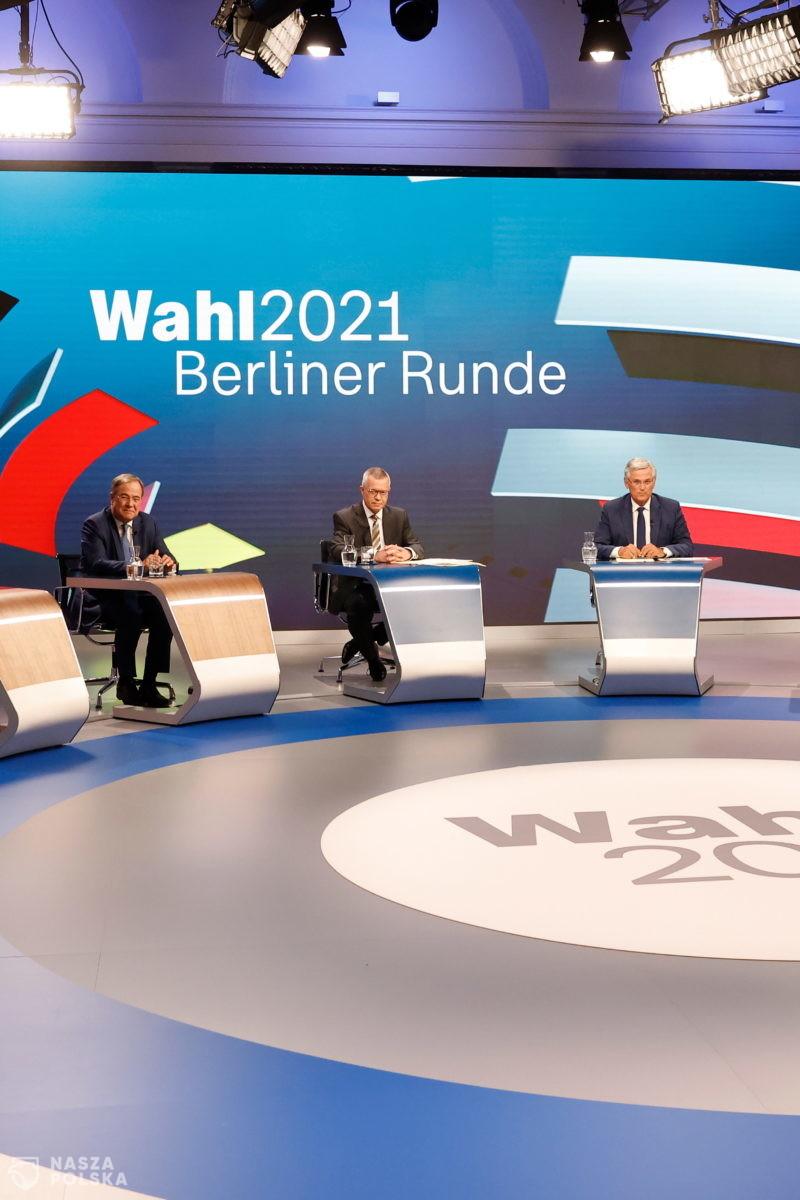 Wybory do Bundestagu nierozstrzygnięte, SPD i CDU/CSU ze zbliżonym poparciem