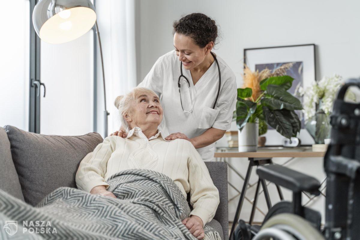 Prof. Zajkowska: zadbajcie o swoich dziadków i babcie; przekonajcie ich do szczepień