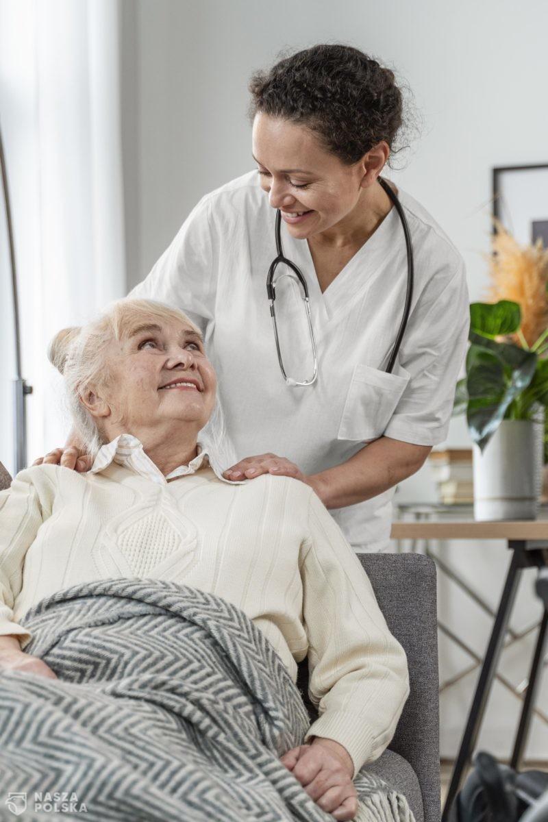 Toruń/ Od poniedziałku zapisy seniorów na bezpłatne szczepienia przeciwko grypie