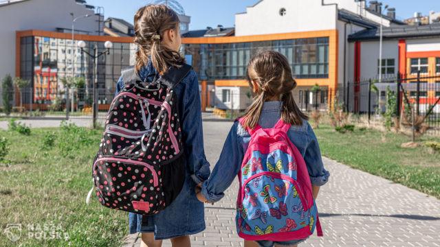 Rok szkolny w Europie w czasach pandemii: testy w szkołach, maseczki, kary dla niezaszczepionych nauczycieli