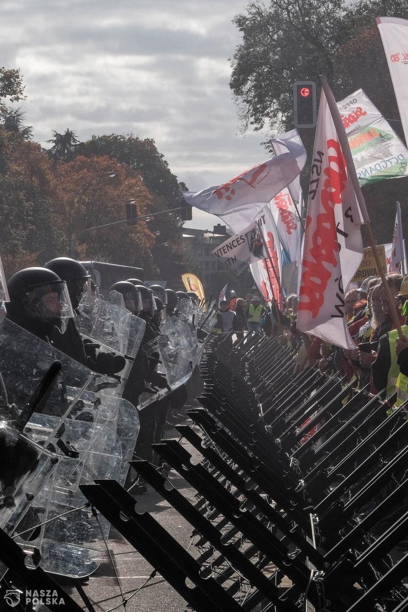 UE/ W manifestacji przed TSUE w Luksemburgu wzięły też udział środowiska związane z Marszem Niepodległości