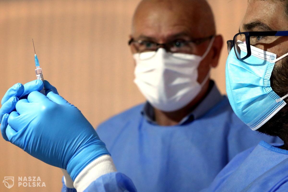 Prof. Pyrć: szczepionki chronią przed ciężką chorobą, ale pandemia zależy od zachowań ludzi