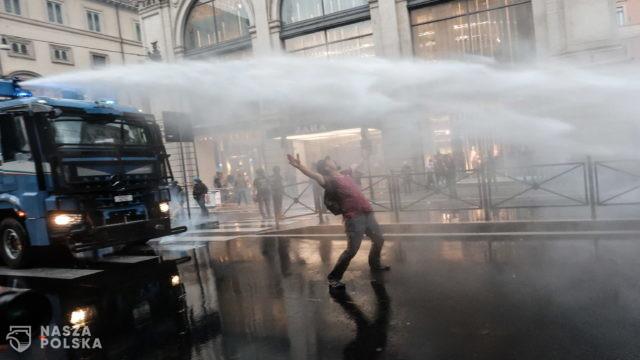 [FILM] Włochy/ Gwałtowna manifestacja przeciwników segregacji sanitarnej i zamieszki w Rzymie