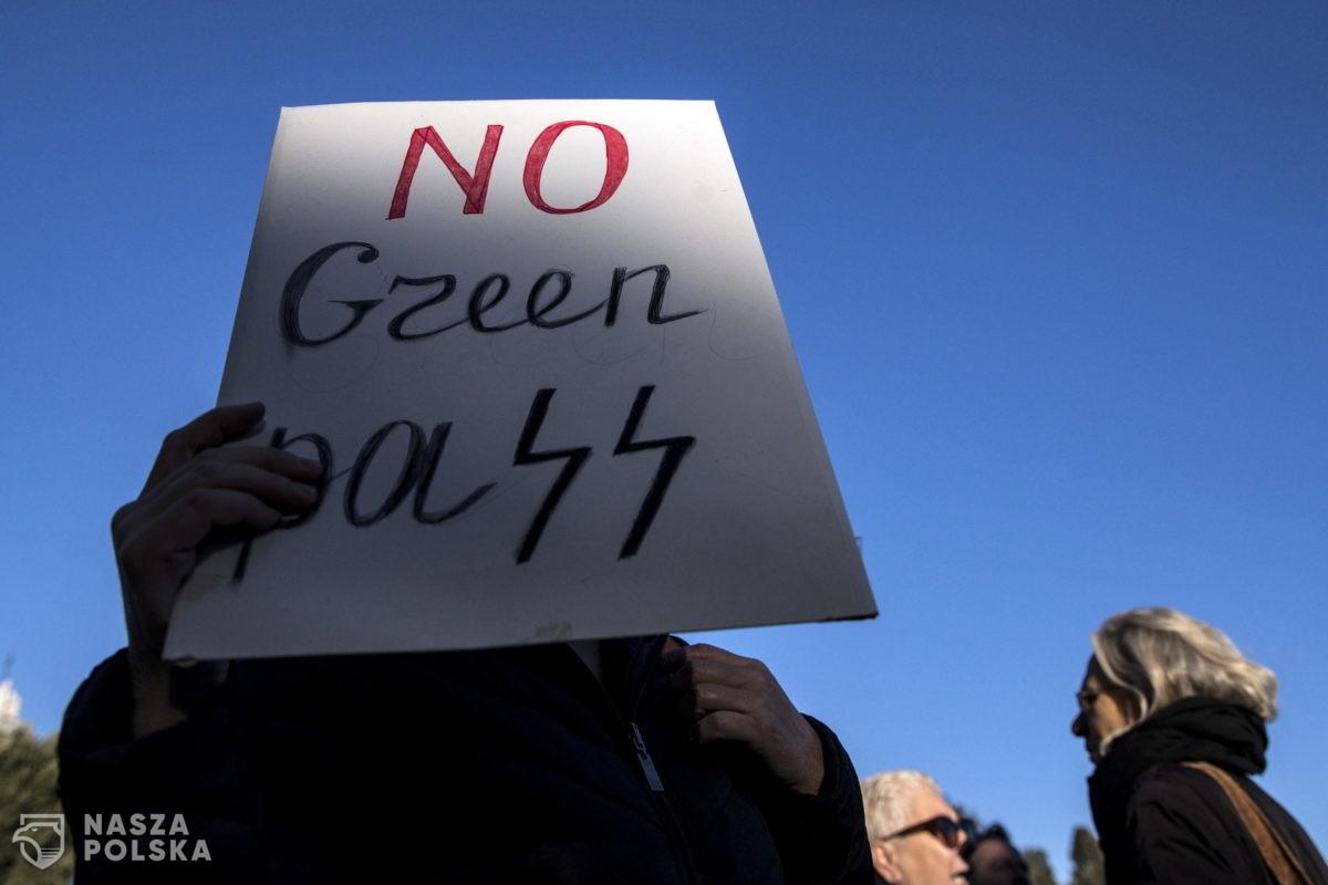 Włochy/ W Rzymie i innych miastach protesty przeciwników przepustki sanitarnej